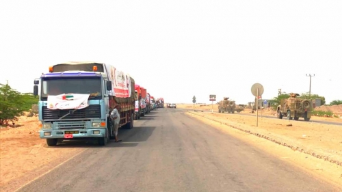 الهلال الأحمر الإماراتي يوزع 2000 سلة غذائية في مديرية التحيتا بالحديده