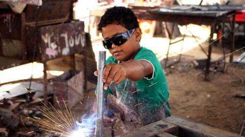 مليونا طفل يمني يضطرون للعمل بسبب حرب الحوثيين