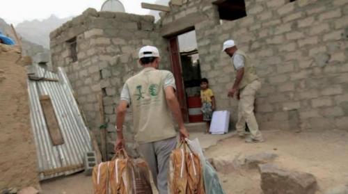 مركز الملك سلمان يواصل تقديم المساعدات الغذائية والإيوائية للأسر المحتاجة في البيضاء والحديدة