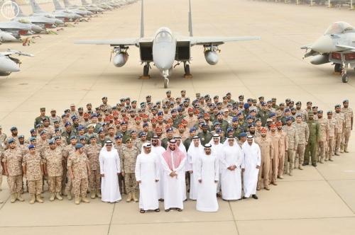 القوة العسكرية والحل السياسي والإغاثة.. مثلث التحالف العربي لدحر الحوثيين