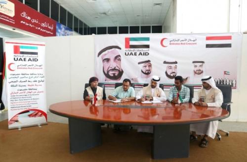 الإمارات تغيث حضرموت بأطنان من المساعدات