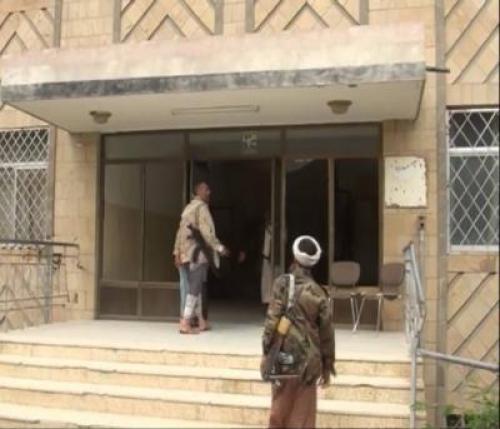 مليشيا الحوثي تنهب مرتبات ضباط وأفراد الأمن السياسي بذمار