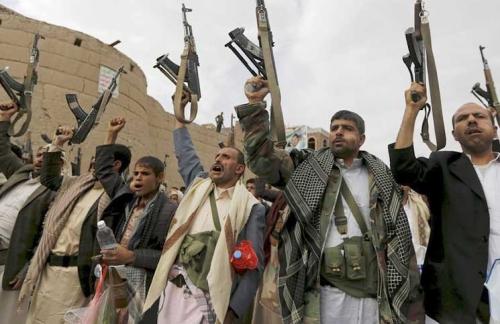 الميليشيات تساوم بالمساعدات الإنسانية والمنح الدولية لتحشيد المجندين