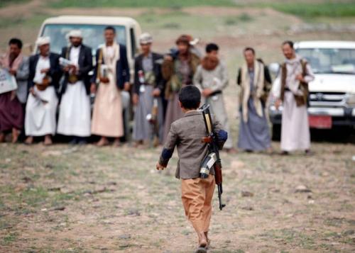 دبلوماسي: الميليشيات الحوثية استغلت الوضع الاقتصادي لتجنيد أكثر من 23 ألف طفل
