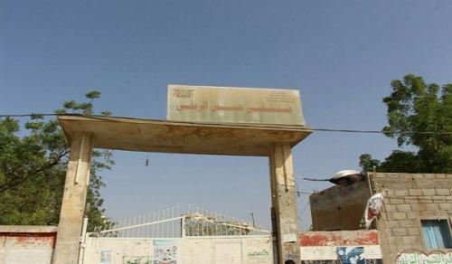 الحديدة: إصابة طبيب وحارس أمنٍ في قصف حوثي على مستشفى حيس