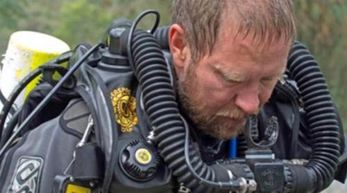 قطع عطلته لمساعدتهم... طبيب أسترالي من أبطال إنقاذ «أطفال الكهف» بتايلاند