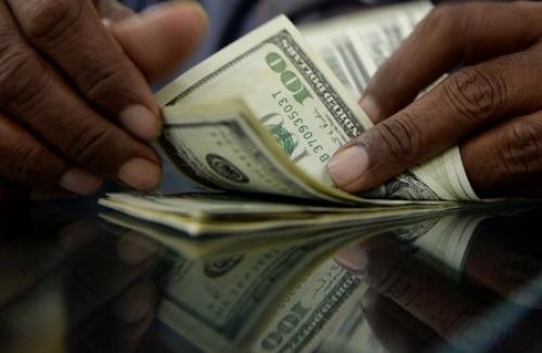 هبوط مخيف للعملة والدولار يكسر حاجز (500) والحكومة عاجزة - أسعار الصرف