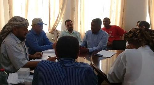 مدير عام التواهي يناقش مع قيادة مؤسسة المياه عددا من القضايا المتعلقة بشبكة المياه بالمديرية