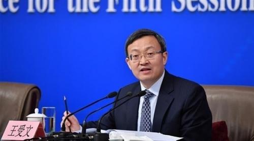 مسؤول صيني: على أمريكا سحب المسدس المصوب نحو بلادنا لاحتواء الحرب التجارية