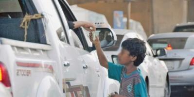 عدن ..محاولة اختطاف طفل تقود الشرطة للقبض على عصابة من محافظة حجة تمتهن التسول بالأطفال
