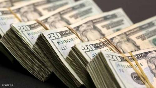 الدولار يهبط من أعلى مستوى في أسبوعين