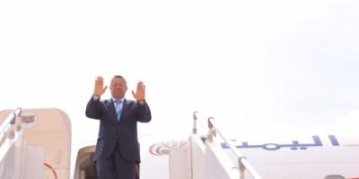بن دغر يغادر عدن بمعية وزراء في الشرعية