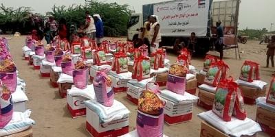 """"""" الهلال الأحمر الإماراتي """" يوزع 800 سلة غذائية لقرى ومناطق بمحافظة أبين ( صور )"""