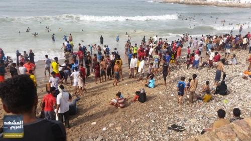 """سواحل حضرموت تكتض بالزائرين مع انطلاق """"موسم البلدة السياحي"""" (صور حصرية)"""