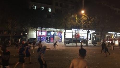 اعتقال نحو 300 شخص في فرنسا بعد أحداث شغب احتفالات المونديال