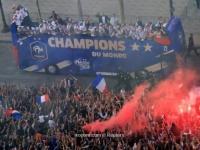 بالصور: المنتخب الفرنسي يحظى باستقبال الفاتحين