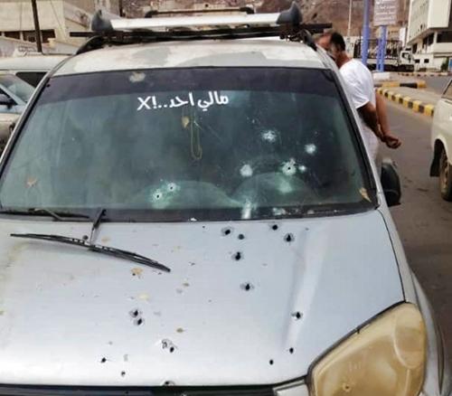 مقتل 3 أشخاص ونجاة رابع في هجوم مسلح استهدف سيارة في جولة الشيخ إسحاق بالمعلا