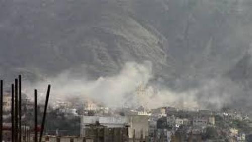 استشهاد وإصابة 5 مواطنين بقصف حوثي على حي صينة بتعز