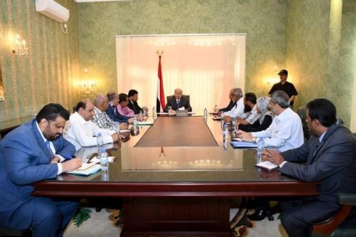 الرئيس اليمني يكشف عن مشروع استراتيجي لدعم كهرباء عدن