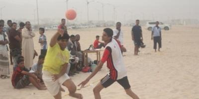 اشتداد التنافس في بطولة البلدة الشاطئية لكرة اليد بالمكلا ( صور)