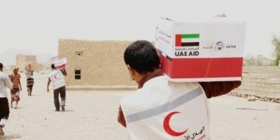 """""""الهلال الأحمر الإماراتي """"  يغيث الأسر الفقيرة في مناطق الشريط الصحراوي بمديرية ميفعة بشبوة"""