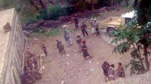 الحوثيون يحرقون منازل المواطنين في ذمار ويختطفون 55 مواطن بينهم أطفال