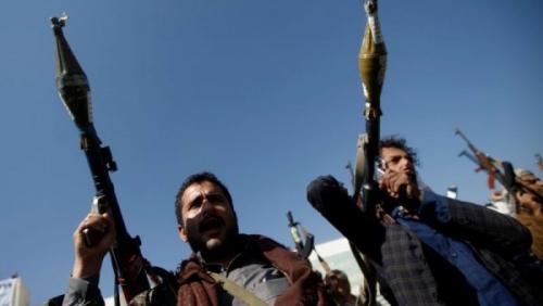 الحوثيون يحاصرون منازل البرلمانيين.. وقانون جديد يُجبر الأهالي على التجنيد الإجباري