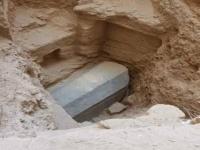 فتح التابوت الغامض يتفاعل في مصر.. وتسرب مادة غريبة