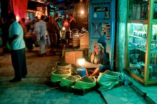 الابتزاز الحوثي يتواصل .. ارتفاع أسعار فواتير الكهرباء بصنعاء .. والمليشيا تستغل حاجة الأهالي