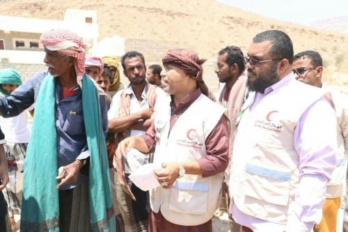 """تزامنا مع """"عام زايد"""".. الهلال الأحمر الإماراتي يغيث أهالي حضرموت والضالع"""