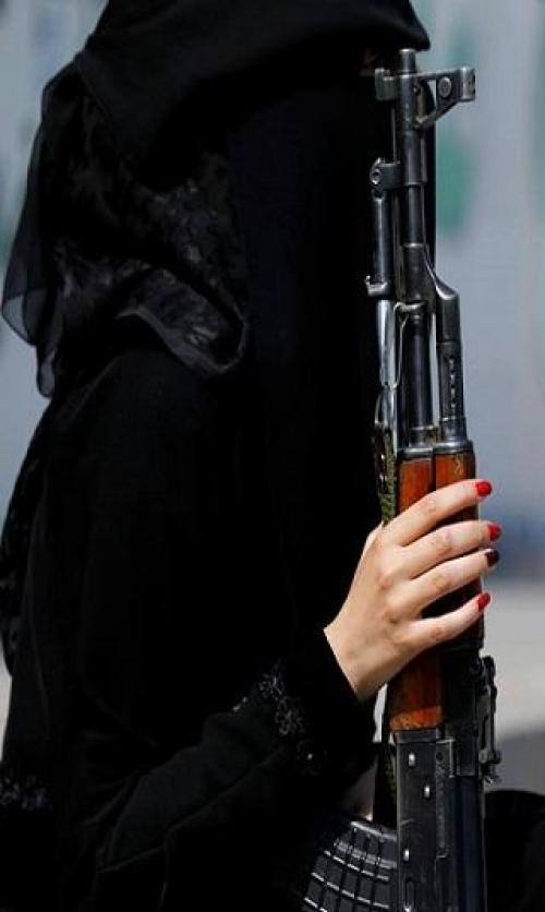 مصادر إستخباراتية تكشف عن إستخدام ميليشيا الحوثي فتيات للإيقاع بناشطين وإعلاميين وسياسيين مُحاكاة لـ«الموساد»