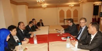بعد استقطاب المبعوث الأممي لدى اليمن.. حزب المؤتمر الموالي للحوثيين يستنجد بفرنسا