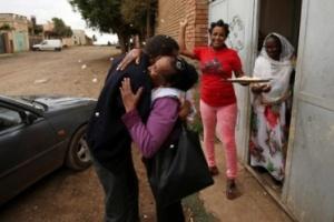 بعد فراق 18 عامًا .. إثيوبي يعثر على أسرته في إريتريا ( صور )