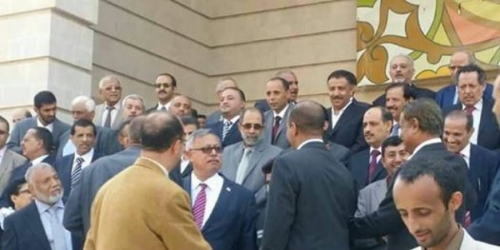 الانقسامات تضرب مؤتمر صنعاء ومليشيا الحوثي بشأن المفاوضات