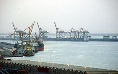 تأهيل 25 موظفاً بميناء عدن للحاويات بمجال الإسعافات الأولية