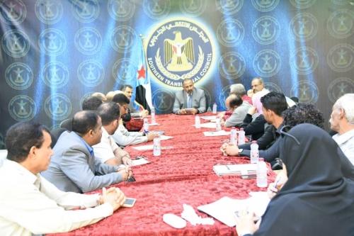 الزُبيدي يرأس اجتماعاً لأمانة الانتقالي ويؤكد: للمجلس مهام وطنية يسعى لتحقيقها لمصلحة الجنوب والجنوبيين