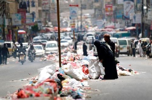 بأوامر الدوحة .. الحوثي يمارس سياسية التجويع بحق المدنيين