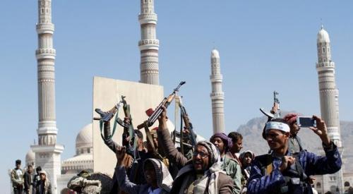 ميليشيات الحوثي تزعم استهداف بارجة حربية للتحالف قبالة السواحل اليمنية