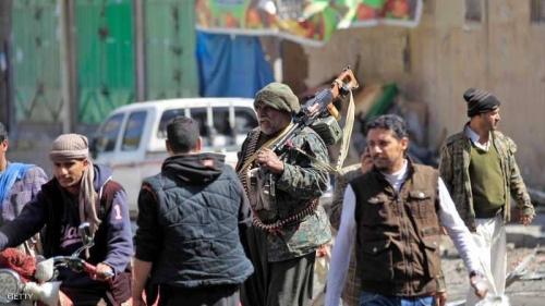 مليشيات الحوثي تنصب نقاط تفتيش لمنع عناصرها من الفرار