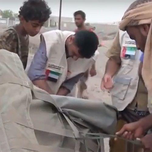 """""""التحالف العربي""""  ينفذ عملية إسقاط جوي لمساعدات إغاثية على أهالي الدريهمي في الحديدة مقدمة من  """" الهلال الاماراتي"""