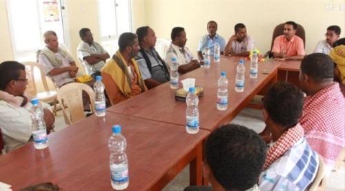 حضرموت : مدير التربية بالمحافظة يلتقي الإدارات التربوية والتعليمية بمديرية حجر