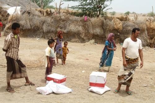 الهلال الإماراتي يغيث 1500 حالة إنسانية في مديرية حيس