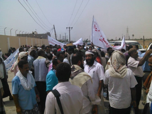 المعلمون يصعًدون من احتجاجهم ضد الحكومة ويلوحون بورقة الإضراب
