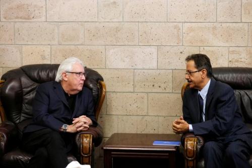"""جريفيت يقدم مقترحاً جديدا للحوثيين يتضمن انسحاب جميع الأطراف من الحديدة وإنهاء كافة المظاهر المسلحة """" انفراد """""""