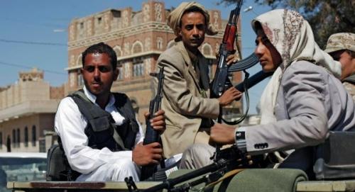 مليشيا الحوثي تغلق محلات خياطة ملابس نسائية بصنعاء