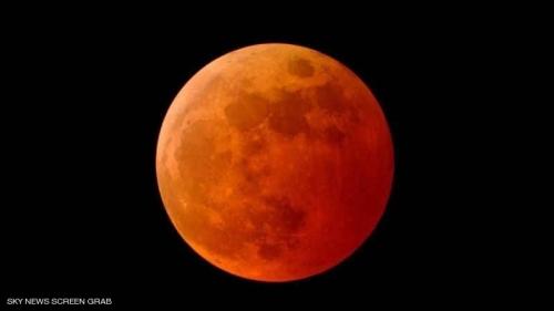القمر الدامي يهيمن على سماء اليمن وعدة دول في أطول خسوف بالقرن 21