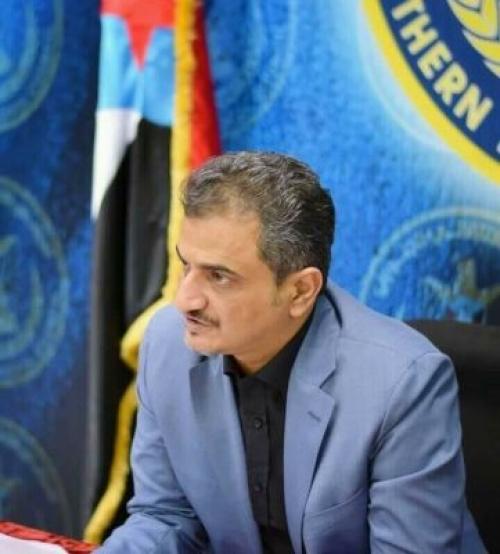 قائد النخبة الشبوانية محور بالحاف يتلقى اتصالا هاتفيا من أمين عام المجلس الانتقالي الجنوبي