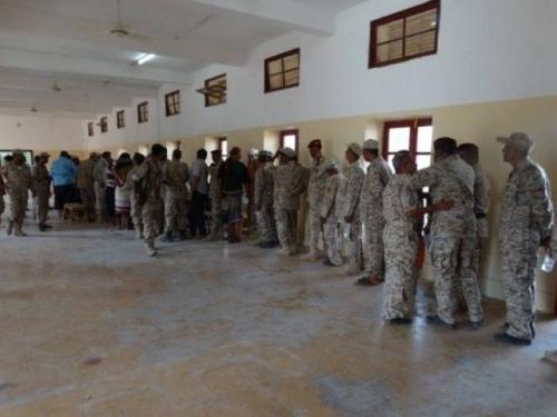 مسؤول بالجيش اليمني: انفراجة في رواتب العسكريين المتأخرة