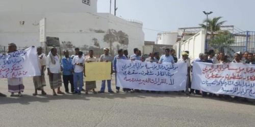 إضراب موظفو وعمال موانئ البحر العربي ( انفوجرافيك )