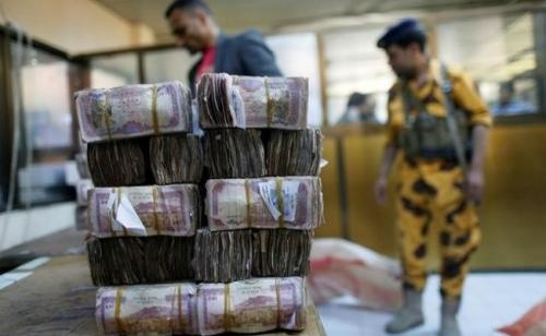 خبراء مصرفيون يكشفون أسباب تواصل انهيار سعر صرف الريال اليمني